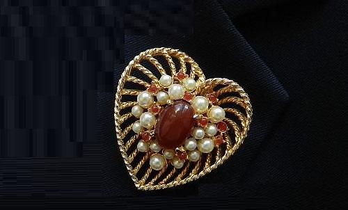 Heart vintage brooch