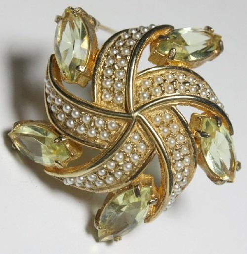 Sea star Golden brooch