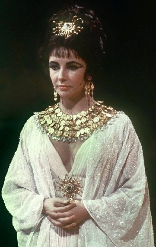 Divinely beautiful Elizabeth Taylor in 1963 'Cleopatra'