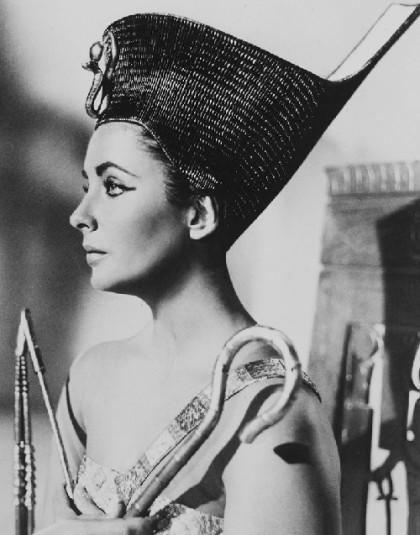 Stunningly beautiful Elizabeth Taylor in 1963 'Cleopatra'