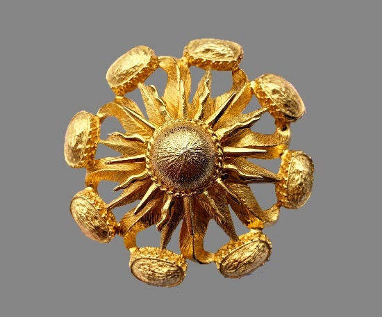 Exotic flower gold tone brooch. 8 cm. 1960s