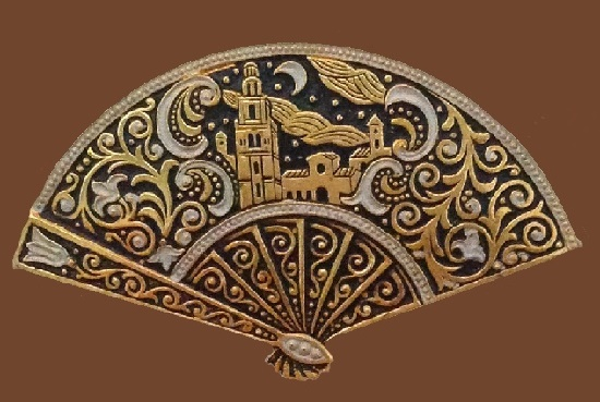Fan shaped gold tone vintage brooch