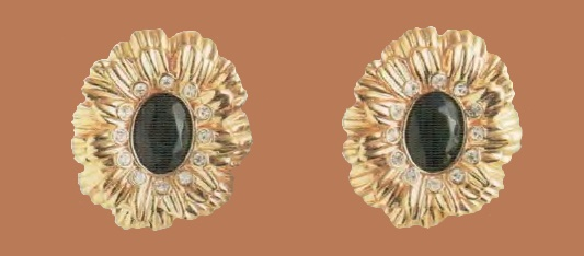 Floral motif earrings. Metal, gilding, French jet, crystals of rock crystal. 1970s. length 2,5 cm