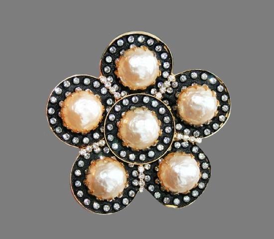 Flower brooch. Gold tone metal, enamel, faux pearls, rhinestones. 7.5 cm. 1960s
