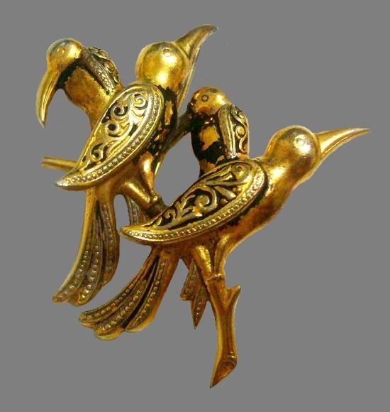 Four birds brooch. Jewelry alloy, enamel. 3,8 cm. 1970s