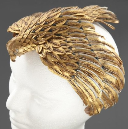 More than $ 3,000 estimated at auction for the headwear of Cleopatra in the form of a falcon, its wings stretched out