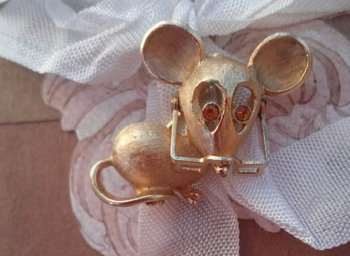 Mouse in glasses vintage brooch from Avon