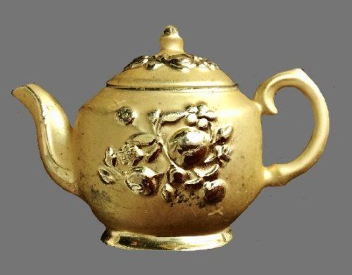 Teapot vintage brooch of matte gold tone. 1980s