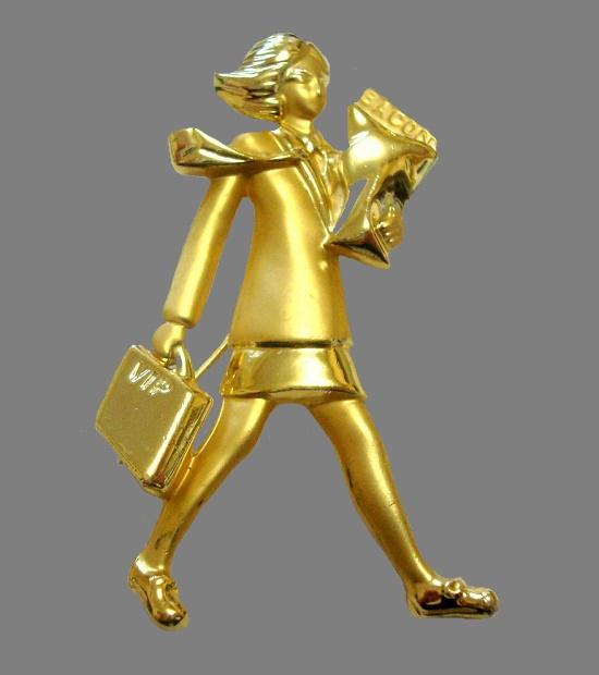 VIP person gold tone brooch. 6 cm. 1980s