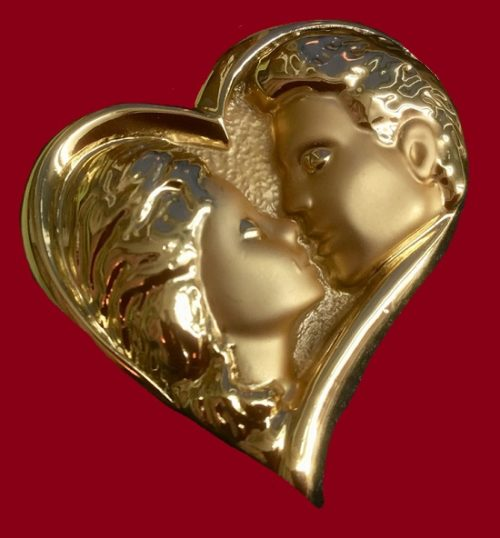 Valentine's Day brooch depicting a kissing couple in a heart. Jewellery alloy. Vintage, 1970s
