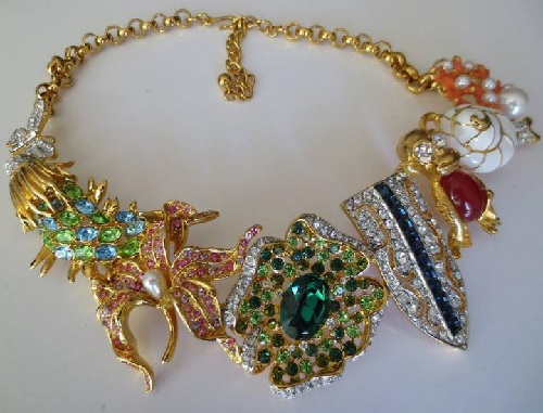 How to wear brooches – Vintage KJL necklace tells us a great solution