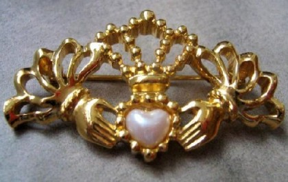 Alloy of yellow gold color, decorated with pearls (imitation) Vintage brooch from the company Avon