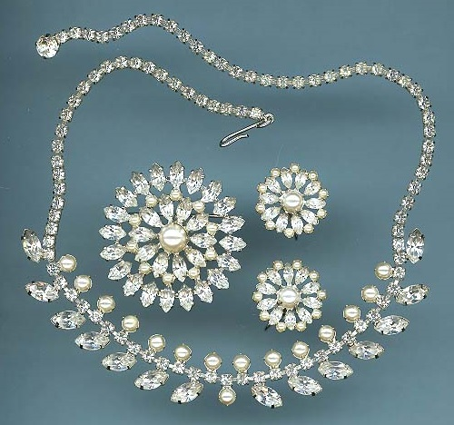 Beautiful Vintage costume jewellery by B. David. Set of necklace and clips