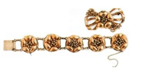 Bracelet and brooch, gilded silver. 1940's. £ 100-135