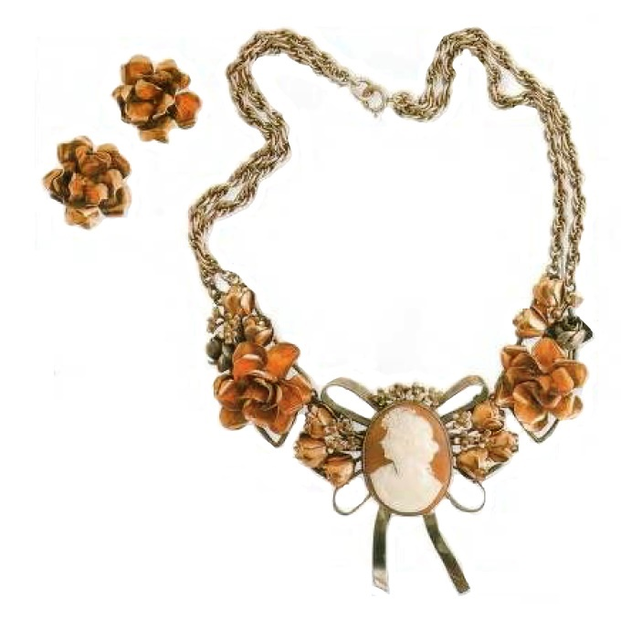 Gorgeous Necklace and earrings - gilded silver, metal pearls, cameo. 1940's. circumference 40 cm, cameo 4.5 cm, £ 350-400