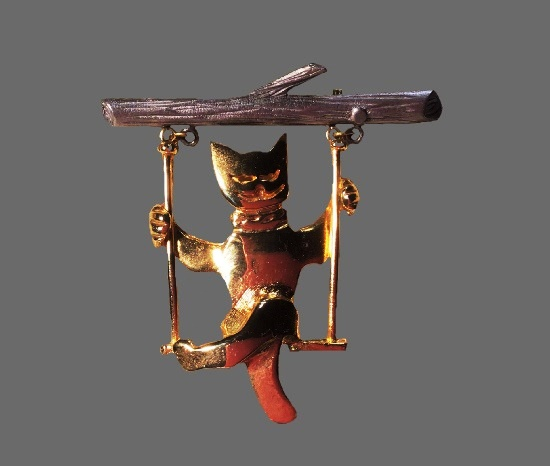 Funny cat on a swing vintage brooch in gold tone. 6 cm. 1980s