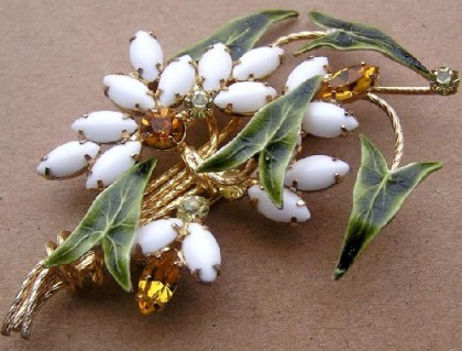 Bouquet brooch
