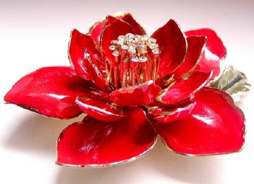 Red Flower Vintage brooch