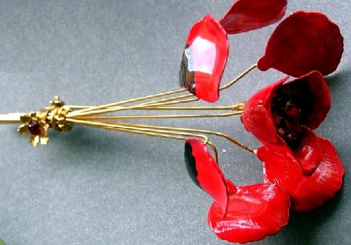 The brooch of very interesting design, with a small slider, which allows brooch blossom as the living flowers