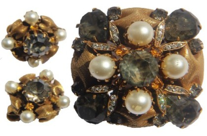 Artificial pearls Vintage brooch and clips