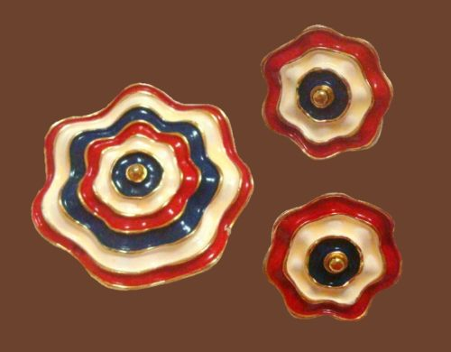 1970s brooch and clips. Jewellery alloy, enamel