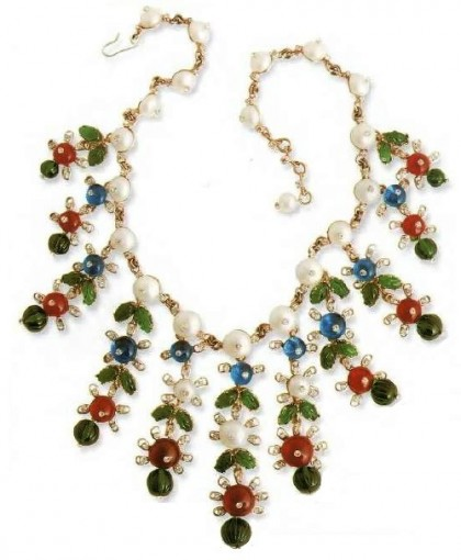 A necklace of cultured pearls, metal, glass beads, fake diamonds, 1970