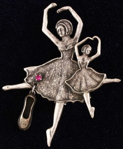 Ballerinas brooch