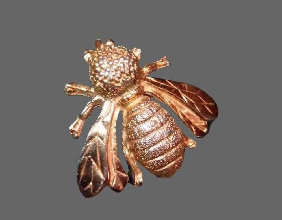 Bee gold tone brooch pin