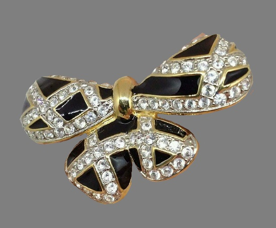 Bow brooch. Gold tone metal, Swarovski crystals, enamel. 6,5 cm. 1980s