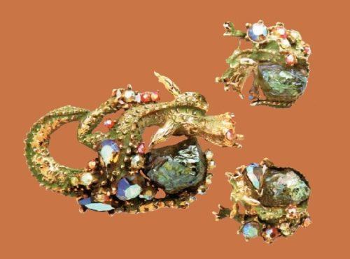 Brooch and earrings. Gold tone metal, green enamel, aurora borealis, rock crystal. 1950's. Brooch 7 cm, Earrings Zcm £ 650-750 SUM