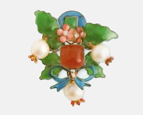 Brooch in the form of a bow of flowers. green, blue and red molten glass beads, transparent rock crystal, fake pearls, metal, gilding. The most rare and complex cross motif. 1930