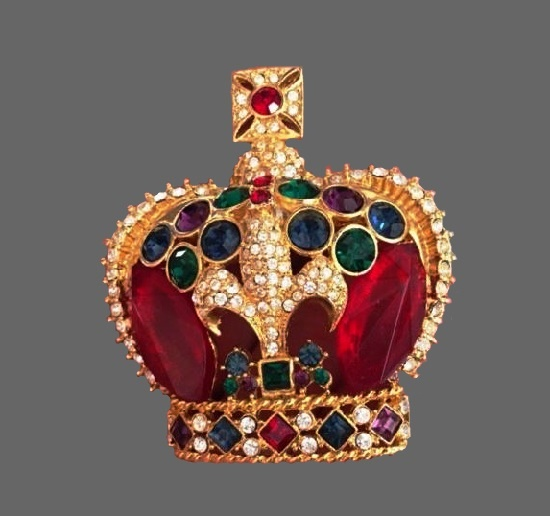Crown brooch. Gold tone alloy, glass cabochons, rhinestones, Swarovski crystals. 6.5 cm. 1980s