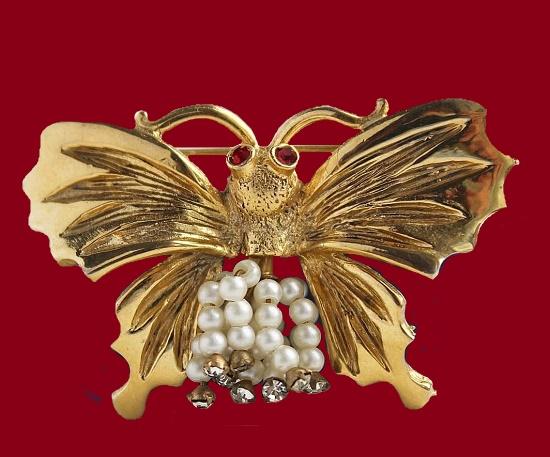 Butterfly moth gold tone brooch. Faux pearls, rhinestones, enamel. 5.3 cm