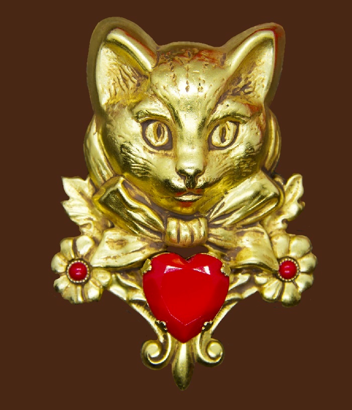 Cat with flowers vintage brooch. Jewelry alloy, art glass, 24 gold filled. 5.5 cm