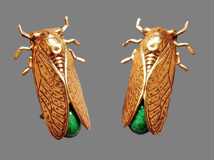 Cicada paired brooch. Brass, gold plated, rhinestones. 5 cm