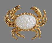 Crab brooch. Gold tone jewelry alloyt, art glass. 4 cm. 1970s