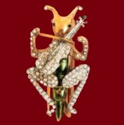 Cricket playing the viola, brooch. Metal, gilding, enamel and transparent rhinestone. Unknown jeweler. 1930s £ 85-115