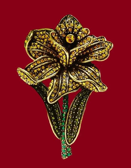 Daffodil brooch. Gold tone alloy, Swarovski crystals