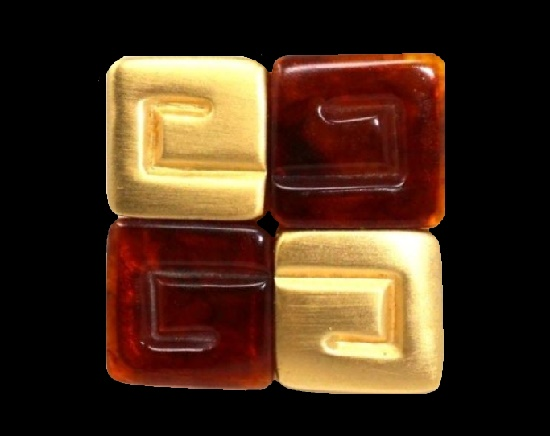 Geometrical design amber color lucite and gold tone squares. 5 cm, 1980s