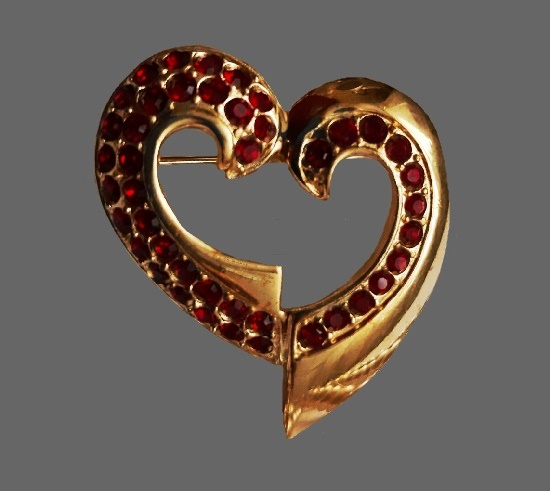 Givenchy Heart brooch. Gold tone alloy, rhinestones. 6.8 cm. 1980s