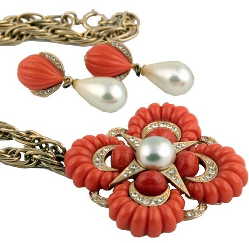 Luxury necklace Maltese cross and clips. The combination of white pearls and coral and grooved elements looks very fresh and impressive. Marvella costume jewellery