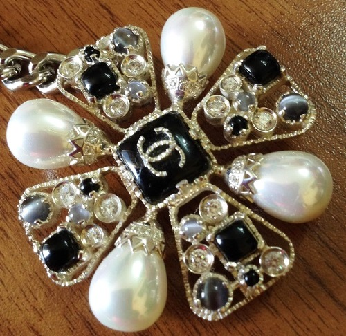 Mademoiselle Coco pendant-brooch