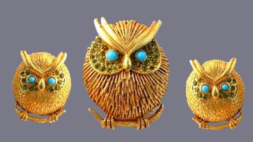 Owl brooch and earrings. Jewelry alloy, 24K gold plated brass, silicone, plastic eyes, faux turquoise
