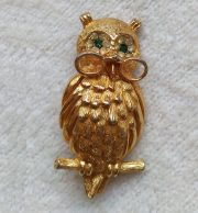Owl professor, emerald eyes in a diamond environment and glasses on the nose. The brooch is made of gold jewelery alloy, covered with 14 K gold-plated. Collection by Natalia, Moscow