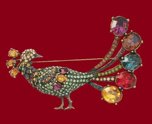 Peacock brooch. Gold tone alloy, Swarovski Crystals. 8,8 cm. 1990s