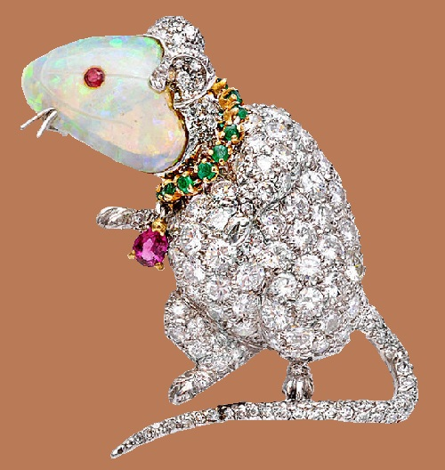 Rat brooch of white gold and diamonds