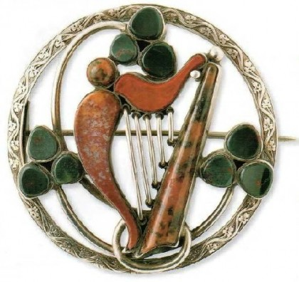 Scottish brooch Harp of red and black agate, 1880s