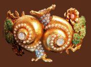 Snail bracelet. Jewelry alloy, Swarovski crystals, art glass, gol plated. Width 4 cm, circ. 20 cm