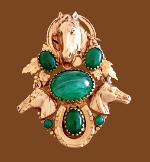 Three horse heads with horse shoe, vintage brooch for good luck. Jewelry alloy, gold plated, cabochons. 9 cm