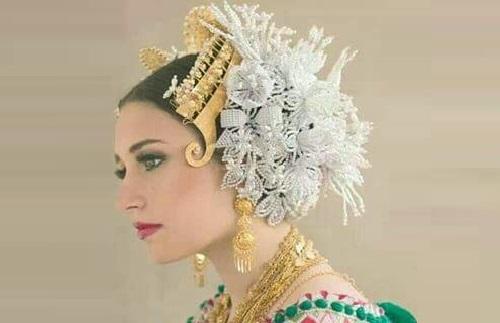 Traditional headwear Tembleque
